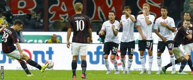 Giacomo Bonaventura scores a free-kick against Palermo