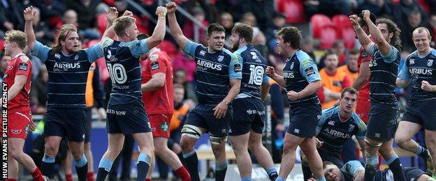 Cardiff Blues players celebrate their Pro12 win away against Scarlets