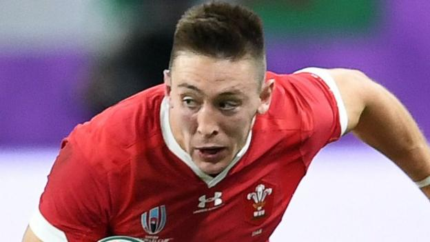 Wales' Adams aims to join try-scoring legends