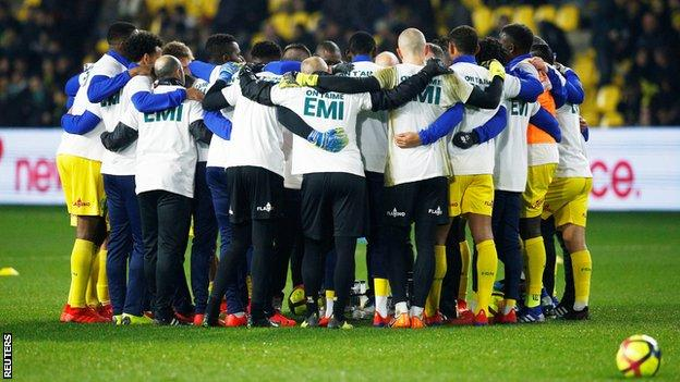 Nantes players in a huddle
