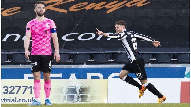St Mirren's Marcus Fraser (R) celebrates making it 2-1