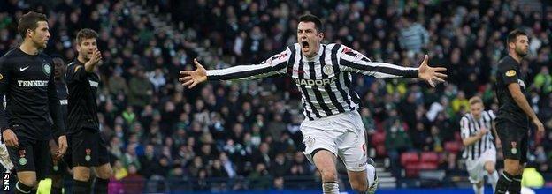 Steven Thompson scored the decisive goal as St Mirren stunned Celtic in the semi-final