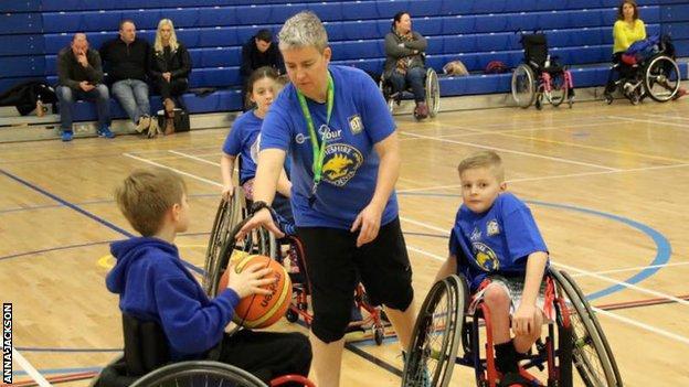 Anna Jackson coaching juniors at Cheshire Phoenix