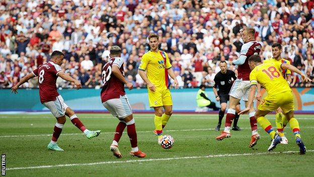 Pablo Fornals scores for West Ham against Crystal Palace