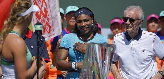 Victoria Azarenka, Serena Williams and Raymond Moore at Indian Wells trophy presentation