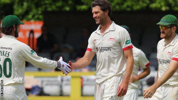 Charlie Shreck congratulated on one of his wickets