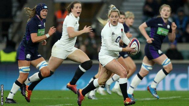 England's Natasha Hunt runs with the ball against Scotland