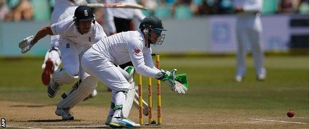 AB de Villiers wicketkeeping against England