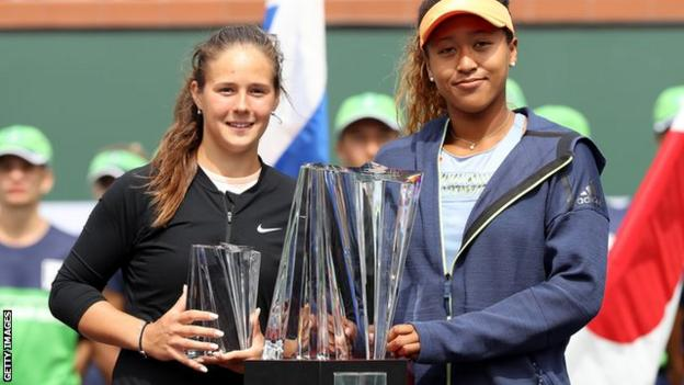 Naomi Osaka with the Indian Wells trophy