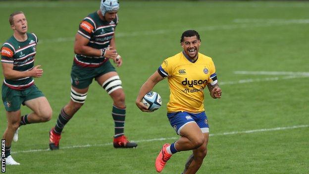 Bath's Josh Matavesi runs through the Leicester defence