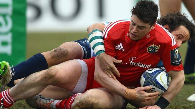 Ronan O'Mahony touches down for Munster's first try against Treviso