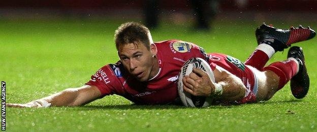 Liam Williams scores a try for Scarlets
