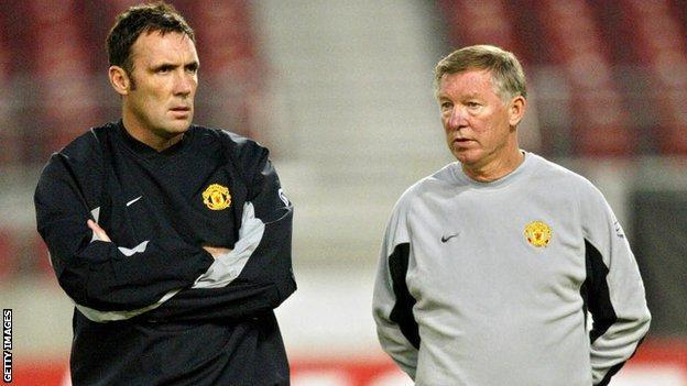 Tony Coton chats with Sir Alex Ferguson
