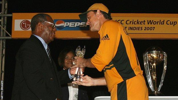 Sir Everton Weekes and Adam Gilchrist