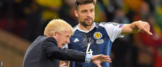 Gordon Strachan issues instructions to defender Russell Martin