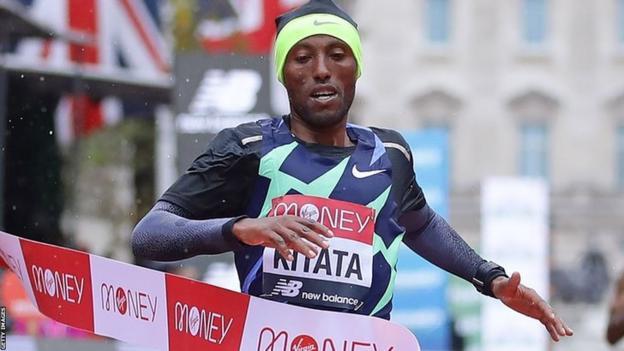 Shura Kitata crosses finish line at 2020 London marathon