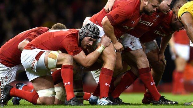 Dan Lydiate packs down for Wales