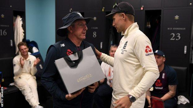 Trevor Bayliss and Joe Root