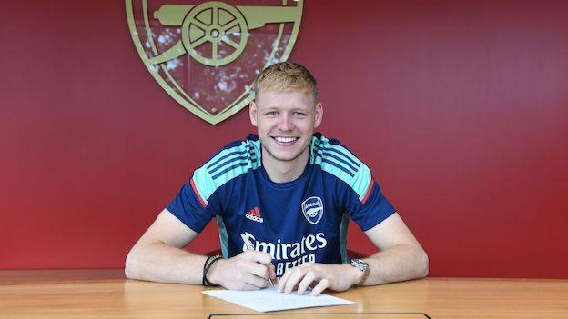 Aaron Ramsdale firma su contrato