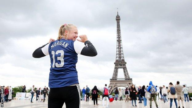 Fan wearing a Morgan shirt near the Eiffel Tower