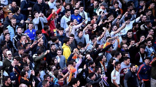 fans outside the Mestalla