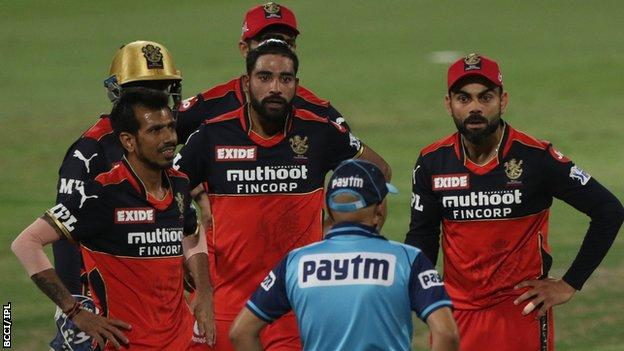 Royal Challengers Bangalore captain Virat Kohli (right) complains to the umpire about a decision