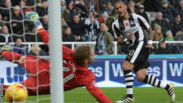 Yoan Gouffran scores against Cardiff
