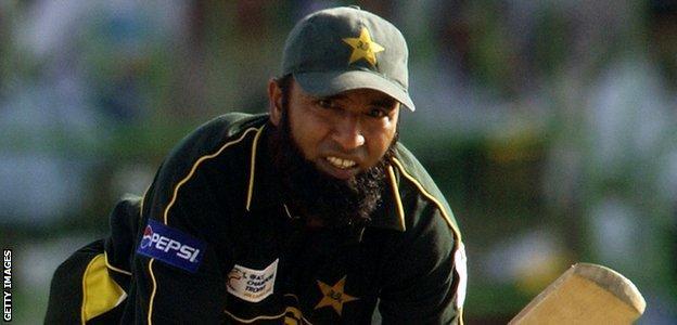 Saeed Anwar plays a shot