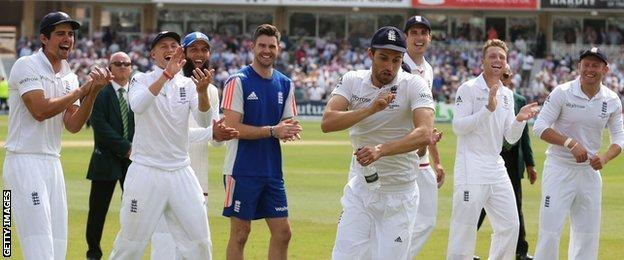 Mark Wood & England players