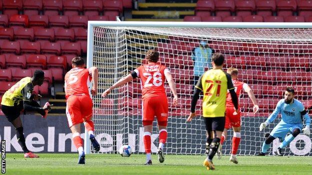 Watford 1-0 Millwall: Hornets seal immediate return to Premier League thumbnail