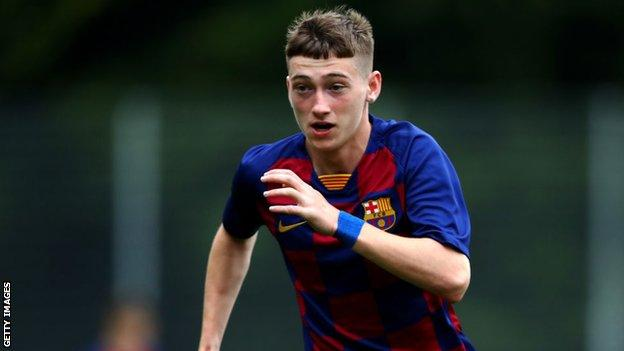 Louie Barry in action for Barcelona's youth team