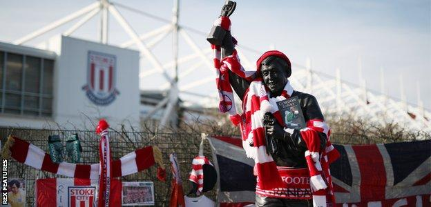 Statue of Gordon Banks at the Bet365 Stadium