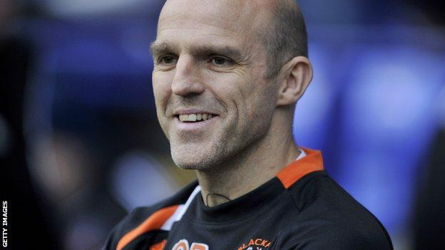 Alex Rae in the Blackpool dugout