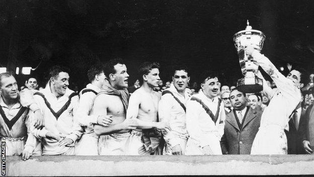 Dave Valentine hoists the World Cup aloft in 1954