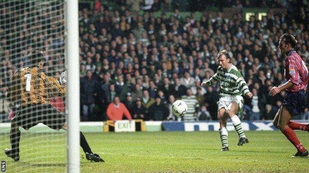 Andreas Thom scores for Celtic