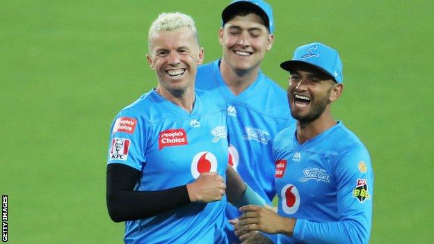 Peter Siddle's career-best T20 figures helps Strikers to first BBL win
