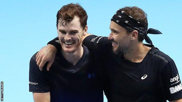 Jamie Murray and Bruno Soares celebrate a victory