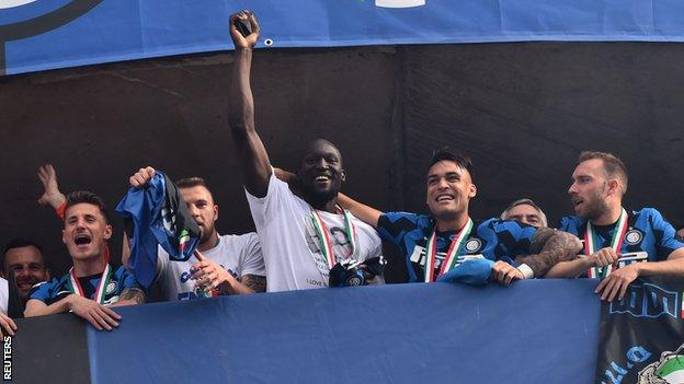 Romelu Lukaku: Chelsea target wants to leave Inter Milan if suitable offer is made thumbnail