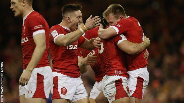 Wales players celebrate a Nick Tompkins try against Italy in February 2020