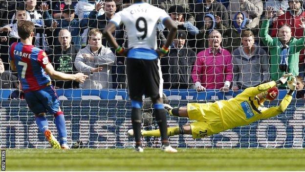Karl Darlow saves Yohan Cabaye's penalty