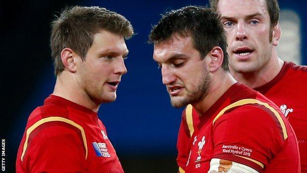 Sam Warburton (middle) talks to Dan Biggar during defeat by Australia
