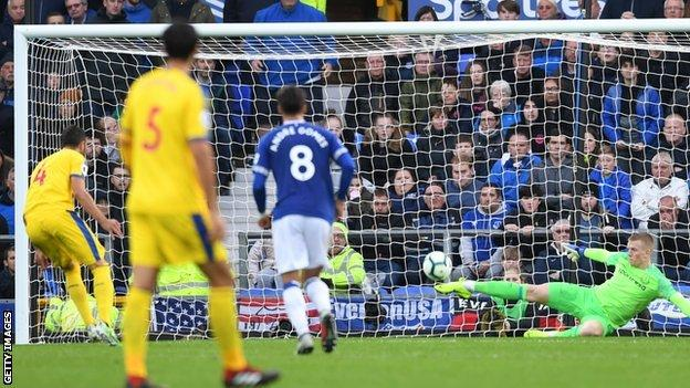 Everton keeper Jordan Pickford saves Palace penalty