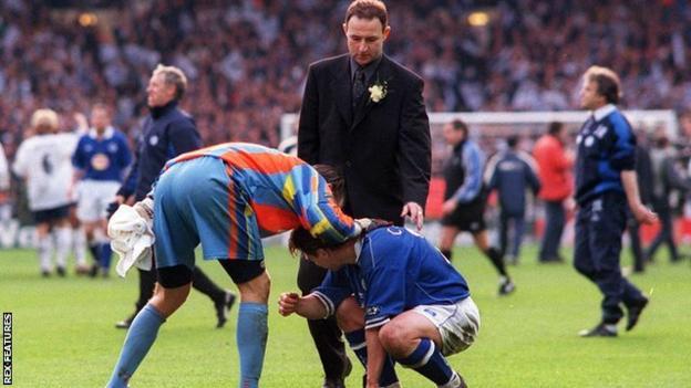 Martin O'Neill and Tottenham keeper Ian Walker console Tony Cottee after Leicester's 1999 League Cup final defeat.