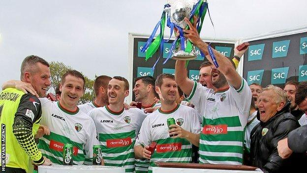 TNS celebrate winning the Welsh Cup in 2015