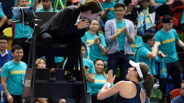 Johanna Konta speaks to the umpire
