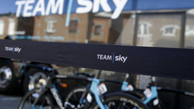 Team Sky bus
