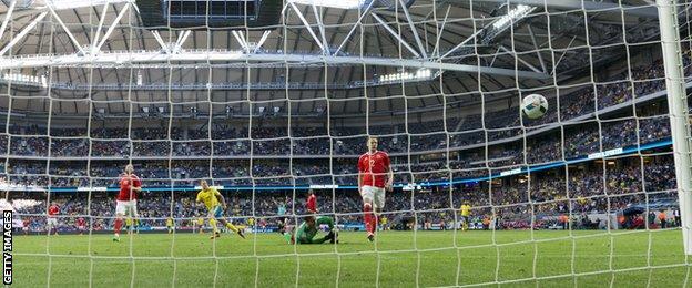 John Guidetti scores for Sweden