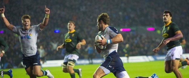 Peter Horne scores an impressive try for Scotland against South Africa
