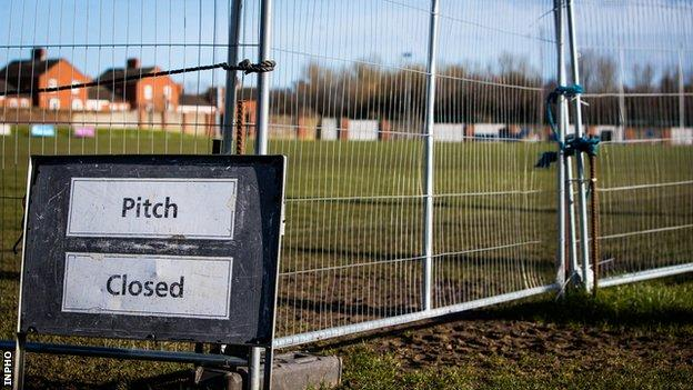 Pitch closed sign