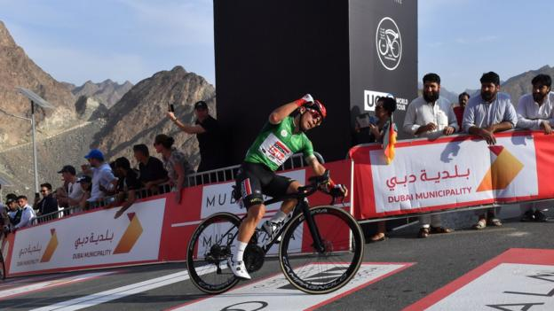 Chris Froome loses time as Caleb Ewan takes the lead in UAE Tour
